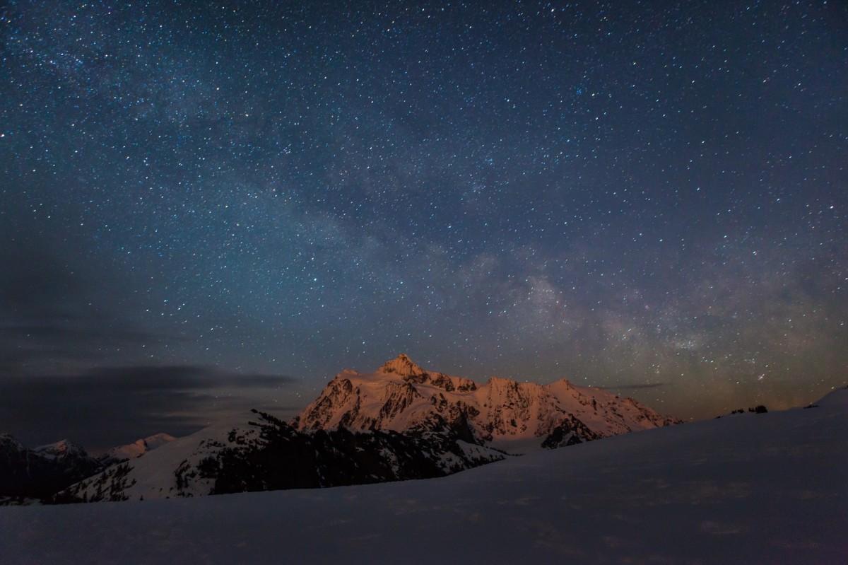 Sneeuw fotograferen in het donker