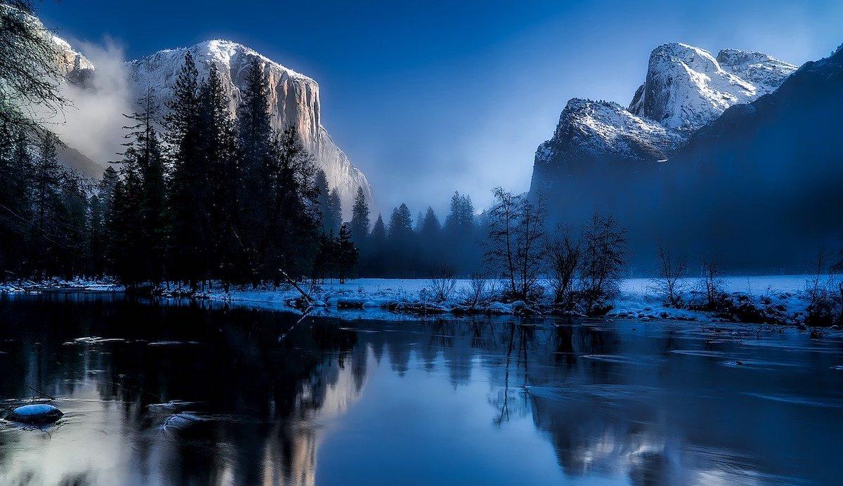 winterlandschap fotografie tijdens het blauwe uur