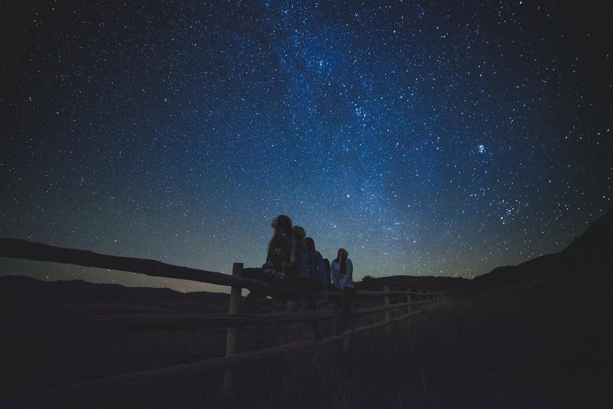 Naar sterren kijken